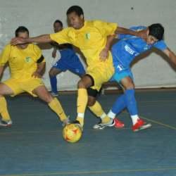 11 x 1 Brazilianul Philipe Prado (dreapta albastru)  a marcat golul care a rupt meciul si a ajutat FC Deva sa castige categoric
