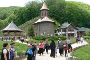 Măsuri pentru fluidizarea circulaţiei spre mănăstirea Prislop, înainte de Paşti
