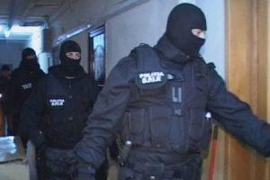 Percheziţii la contrabandiştii de ţigări din Hunedoara şi Călan