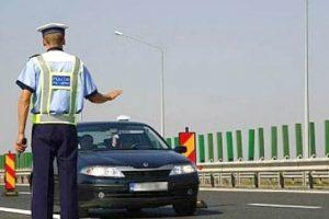 Şoferi surprinşi cu aproape 200 km/h pe autostradă