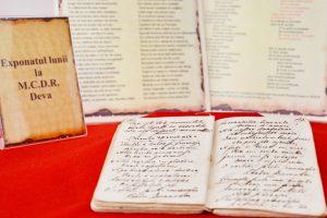 Manuscris cu poezii, expus la muzeul devean