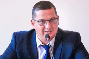 """Viceprimarul Răzvan Mareş anunţă o nouă iniţiativă benefică: """"Vom achiziţiona 2 minibusuri pentru transportul la Cetate"""""""