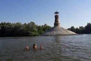 Avram Iancu mai are câțiva kilometri și va intra în România, înot, pe Dunăre