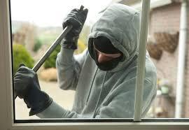 Hoţii care au furat peste 10.000 de euro, arestaţi