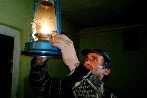 Sute de gospodării  din judeţ, ţinute în întuneric de patru zile