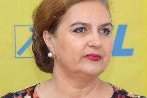 """Senatoarea Carmen Hărău: """"Să trimitem copiii  la şcoală!"""""""