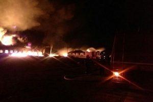UPDATE. Operațiunile de stingere a incendiului din Orăștie continuă