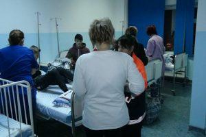 Un profesor şi 12 elevi din judeţ, internaţi în spitalul din Miercurea-Ciuc cu toxiinfecţie alimentară