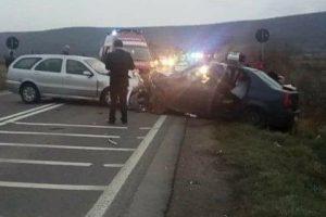 Trei hunedoreni răniţi şi unul decedat într-un accident rutier