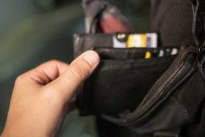 Trei timişoreni, prinşi după ce au furat portofelul unei tinere