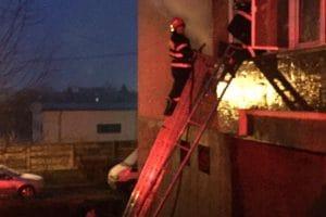 Două incendii, în acelaşi apartament, în decurs de patru zile!  Vecinii, terorizaţi de piromanul din bloc