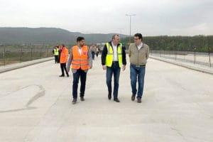 Din vară, s-ar putea deschide circulaţia pe autostradă între Şoimuş şi Ilia