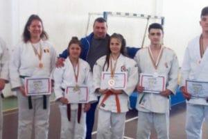 Judoka de la CNS Cetate Deva, medaliaţi la Campionatele Naţionale de juniori