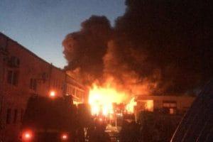  Incendiu puternic la o fabrică de mase plastice de lângă Hunedoara