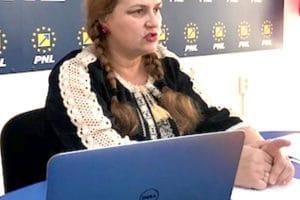 """Senatoarea PNL Carmen Hărău s-a dezlănţuit în conferinţa de presă: """"Domnule deputat Ilie Toma, i-aţi minţit pe pensionari!"""""""