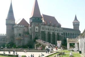 Turiştii, buluc la Castelul Corvinilor!