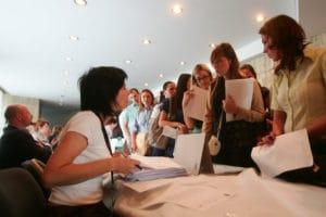 Absolvenţii sunt aşteptaţi să se înscrie în evidenţele AJOFM Hunedoara